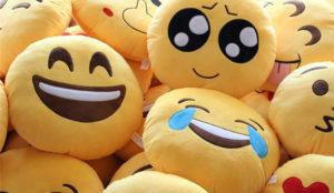 Google se rinde a la moda emoji en Twitter y puede contestar a los emoticonos