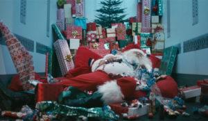 Este hilarante spot saca a relucir el lado más oscuro y chabacano de Papá Noel