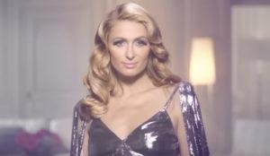 Paris Hilton se baja del pedestal y vende ahora baratísimos secadores para Lidl