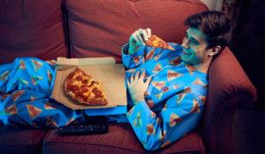 Domino's lanza un pijama para comer pizza hasta hartarse (y sin temor a mancharse)
