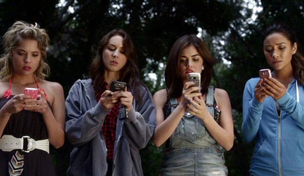 pretty-liars-smartphone
