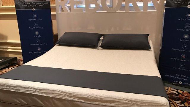 CES 2017 Gadgets/ Smart Bed
