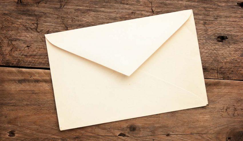 El correo tradicional, la solución de Donald Trump a los hackers