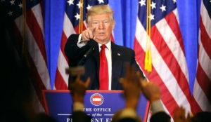 Donald Trump arremete contra BuzzFeed y la CNN: