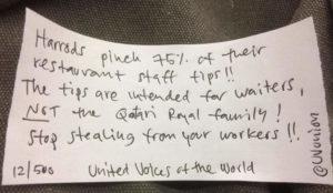 Los empleados de Harrods boicotean a la cadena con mensajes ocultos en sus productos