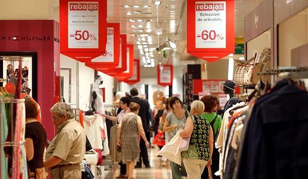 Los españoles gastaremos en rebajas un 26% más que en 2016