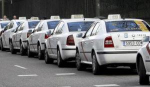 Los taxistas solicitan compensaciones al Gobierno ante el auge de apps como Uber