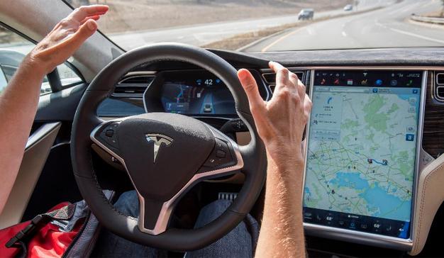 EE.UU. dictamina que Tesla no fue responsable del primer accidente mortal con el