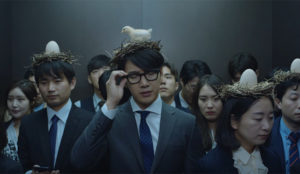 La cefalea es como tener un nido (con pollo y todo) en la cabeza, según este spot coreano