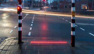 Crean un semáforo para peatones con vicio al smartphone