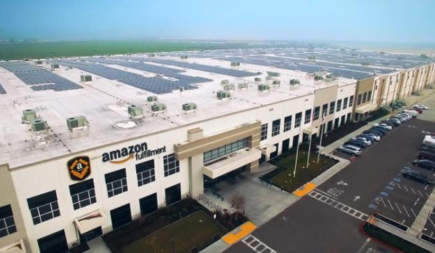 Amazon apuesta por la energía renovable con la instalación de placas solares en sus edificios