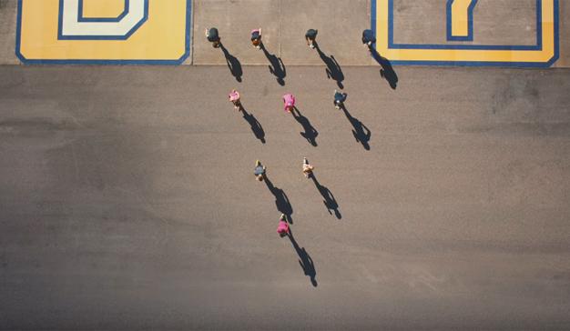 En este impactante spot de altos vuelos de Asics los atletas no corren, vuelan