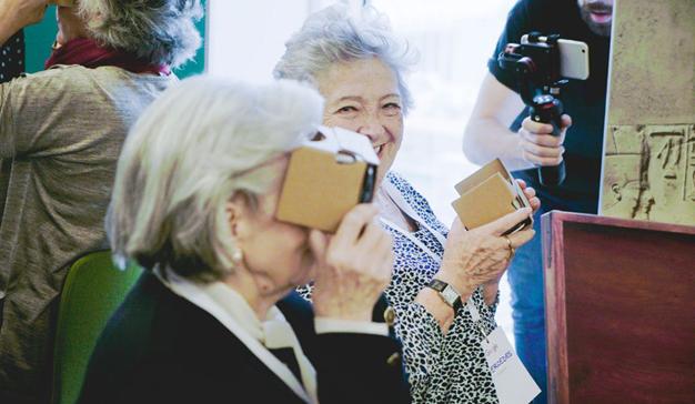 30 abuelas se convierten en astronautas y arqueólogas gracias a Google