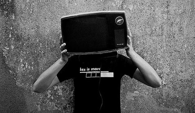 Los anunciantes flirtean con YouTube pero no pueden sacarse de la cabeza a la televisión