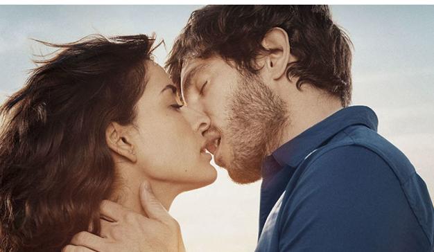 """Danone presenta su nueva campaña """"Oikos, un beso de película"""""""