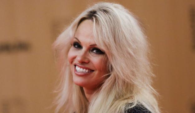 Pamela Anderson ayuda a los huérfanos rusos a encontrar una familia en esta campaña