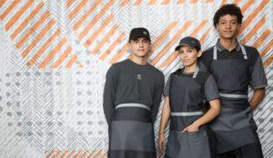 McDonald's no convence (pero si divierte) con los nuevos uniformes de sus empleados