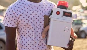 Babyboy, el robot que demuestra que los bebés y los festivales no se llevan bien