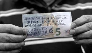 Esta campaña utiliza billetes para dar a conocer las historias de los indigentes parisinos