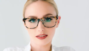 La estrella del porno Lucy Cat anima a las mujeres a