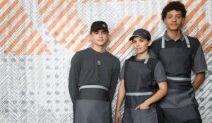 McDonald's da una vuelta de tuerca hípster a los uniformes de sus empleados