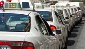 Congreso de taxistas en Madrid para acabar con el avance de Uber y Cabify