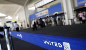 United Airlines modifica sus políticas y se prepara ante la demanda del pasajero maltratado