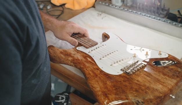 Fender y José Cuervo fabrican una guitarra hecha de agave