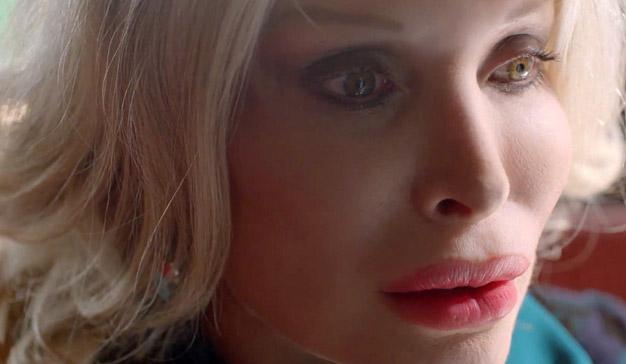 """Este anuncio, protagonizado por una """"mujer-muñeca"""" es una reivindicación de la belleza natural"""