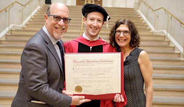 Mark Zuckerberg por fin se gradúa en Harvard