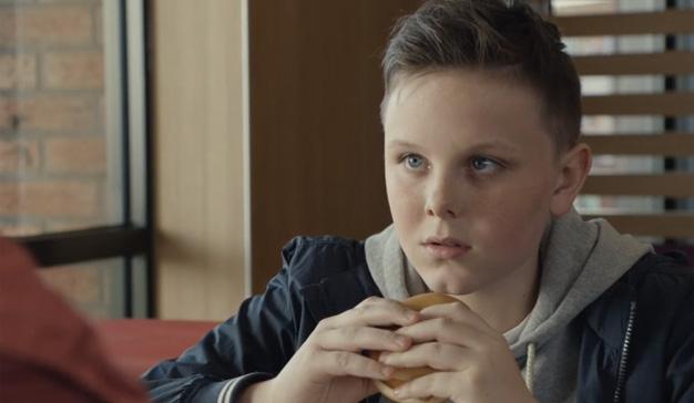 """McDonald's entona el """"mea culpa"""" por un spot que explota comercialmente el luto de un niño"""