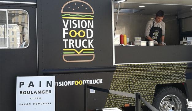 """Este """"food truck"""" de Nikon quiere llenarle el estómago y revisarle la vista al mismo tiempo"""