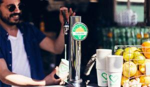 En este bar hay grifos de cerveza y también de crema solar (gracias a la publicidad)