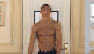 Un despistado Cristiano Ronaldo en ropa interior para mostrar las virtudes de Altice