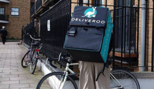 Los repartidores de Deliveroo en pie de guerra: ¿cuáles son sus condiciones?