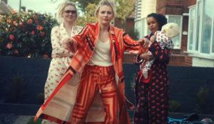 Unas madres ataviadas con estilosos pijamas roban todos los flashes en este spot de Vauxhall