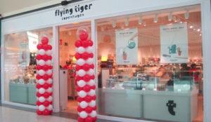 Las tiendas Flying Tiger Copenhagen decoran sus cierres con diseños subidos a Instagram