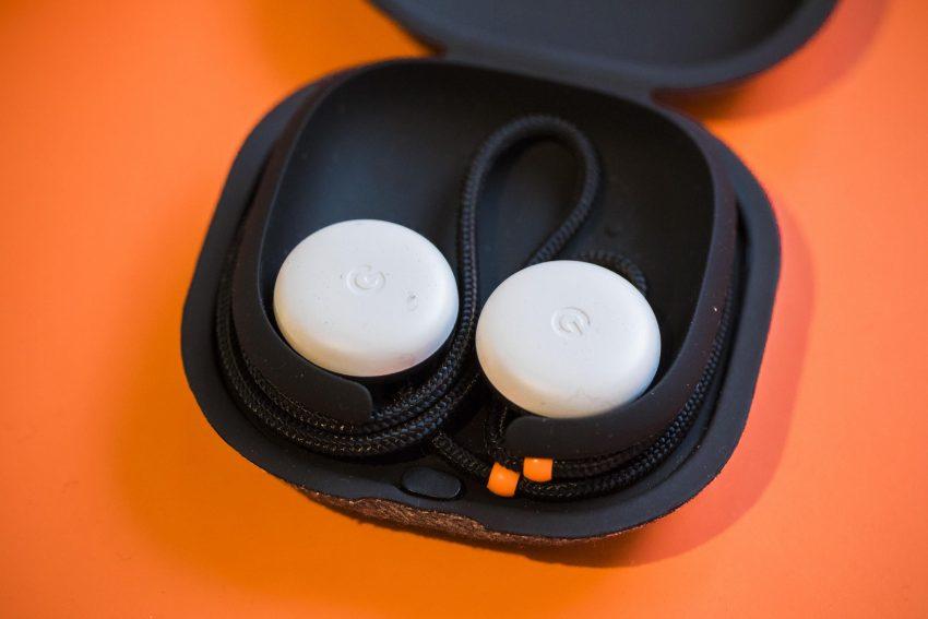 Google le declara la guerra a Apple con los Pixel Buds, sus nuevos auriculares inalámbricos