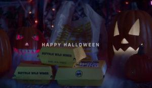 Buffalo Wild Wings se burla de la rivalidad deportiva en este anuncio para Halloween
