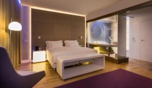 ¿Una habitación de hotel iluminada según el estado emocional?
