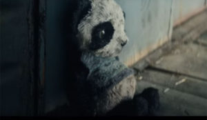 Tile cuenta en su primer spot la emotiva historia de un panda de peluche perdido