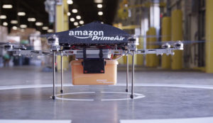Amazon patenta un modelo de dron que recargaría coches eléctricos en marcha