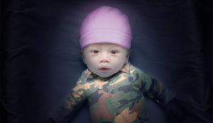 Este spot proyecta (en sentido literal y figurado) estereotipos de género en un recién nacido