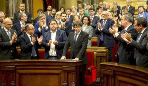 La (no) declaración unilateral de independencia de Cataluña continúa ahuyentando a las empresas