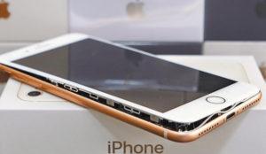 Al flamante iPhone 8 le sale