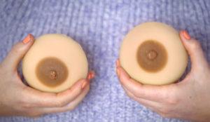 Este jabón con forma de seno recuerda a las mujeres la importancia de examinar sus mamas