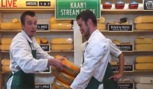 En esta quesería las compras tienen el sabor añejo de lo off y el sabor fresco de lo on