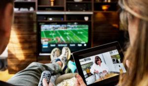 Aunque parezca lo contrario, los millennials no están abandonando la televisión por YouTube