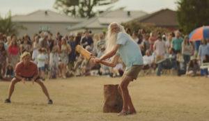 En Australia el spot navideño de Aldi se juega (y se come) entre bates y pelotas de críquet