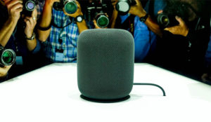 HomePod, el altavoz inteligente de Apple, no saldrá del cascarón hasta 2018